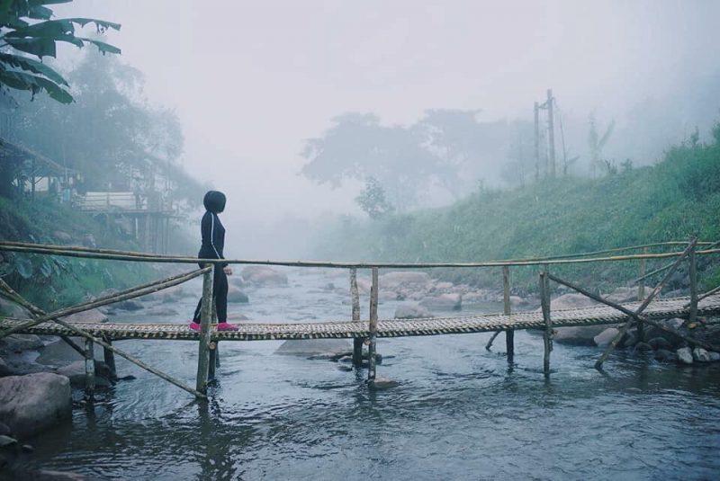 สะพานไม้ไผ่ที่อาโปเดอมาง ที่พักติดน้ำ